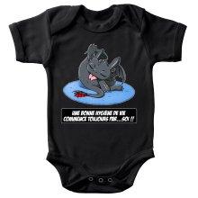Body bébé  parodique Krokmou le Dragon : Une bonne hygiène de vie commence toujours par...soi ! (Parodie )