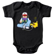 Body bébé  parodique Pikachu et Sasha Ketchum : Batterie de secours :) (Parodie )