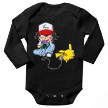 Body bébé manches longues  parodique Pikachu et Sasha : Batterie de Secours (Super Deformed) (Parodie )