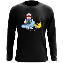 T-Shirt à manches longues  parodique Pikachu et Sasha Ketchum : Batterie de secours :) (Parodie )